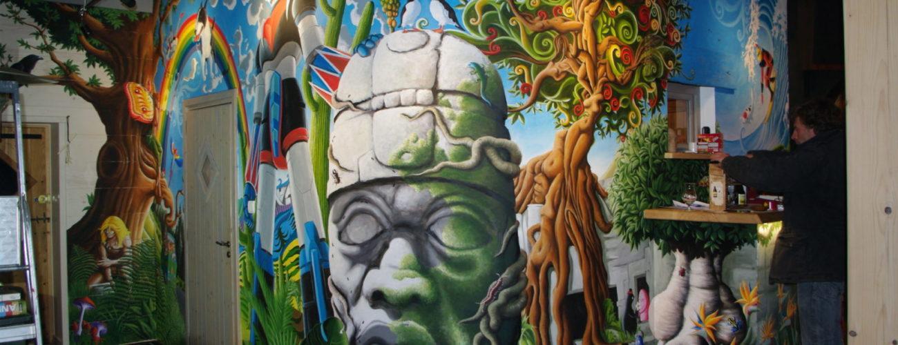 fresque murale psychédélique Goldorak à Ravilloles dans le Jura